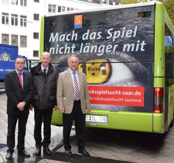 v. links: Prof. Dr. Dörr (Landesinstitut für präventives Handeln), Norbert Reuter (Geschäftsführung Saarbahn GmbH) Johannes Simon (Direktor des Caritasverbandes für Saarbrücken und Umgebung e.V.)
